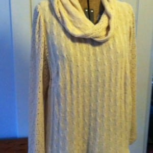 photo cream sweater with scarf