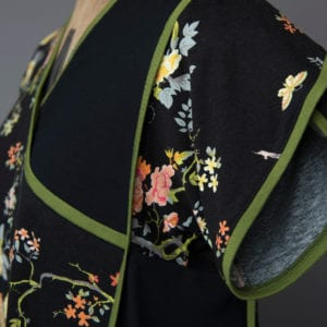 Tulip sleeve with binding at hem