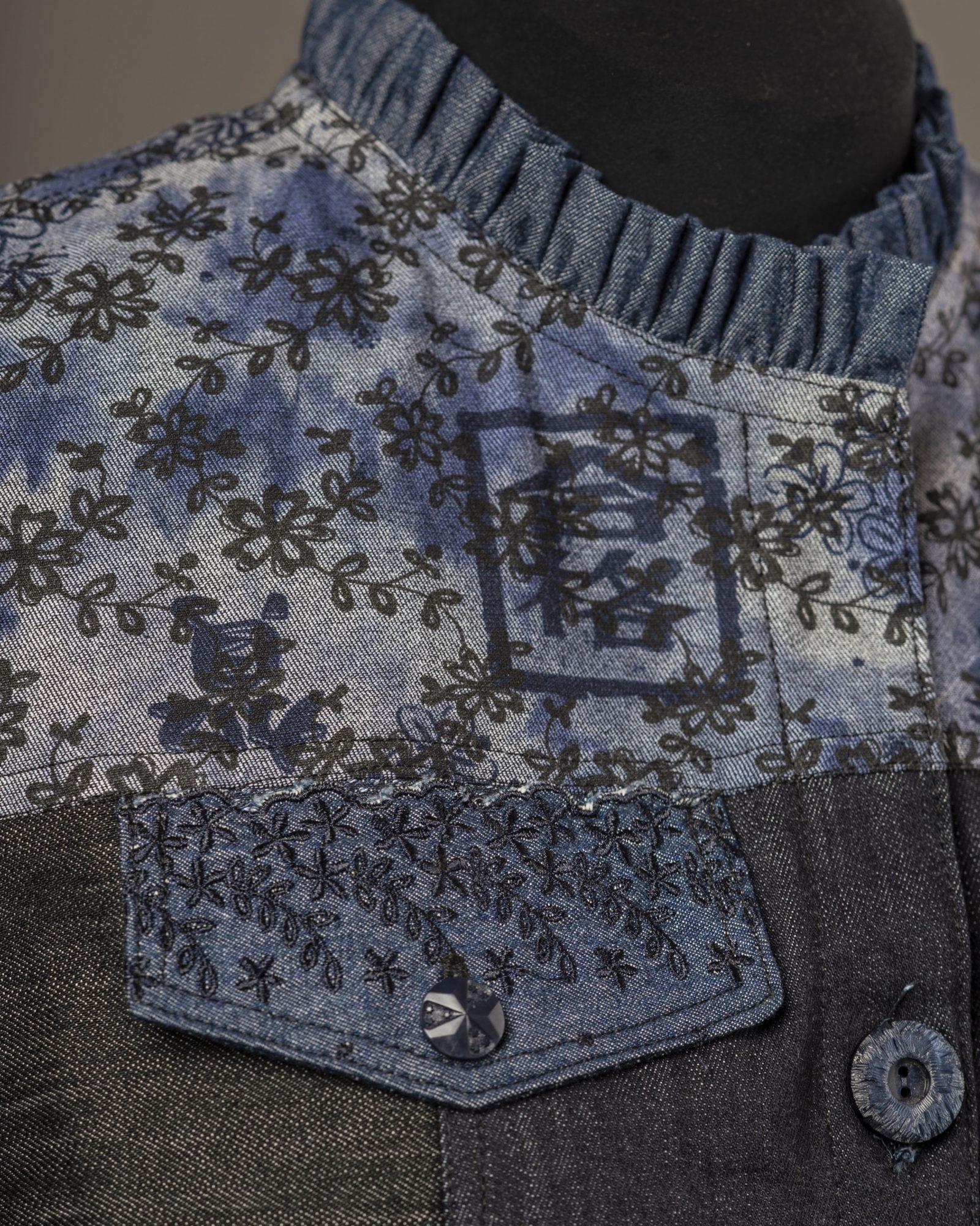 Ruffle collar detail